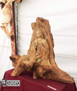 virgen-en-tronco